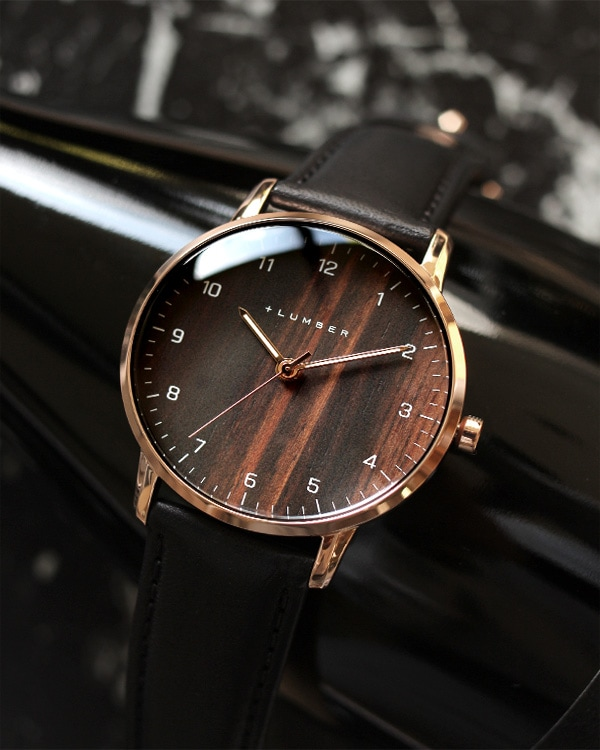 文字盤に本木目を使用した曲面ガラスが美しい腕時計 WATCH 8800