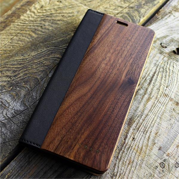 手帳型なので液晶面もしっかりガード、扱いやすいスマートフォンケースです。(写真:ウォールナット)