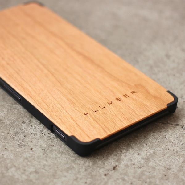 手触り良い塗装を施した木製エクスペリアZ3ケースは適度なグリップ感