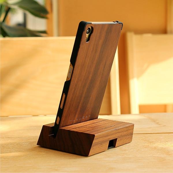 ケースとセットで使用できる木製スタンドもご用意。