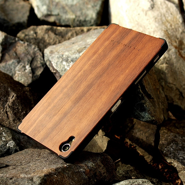 丈夫なハードケースと天然木を融合した Xperia Z5 Premium専用木製ケースもご用意しました