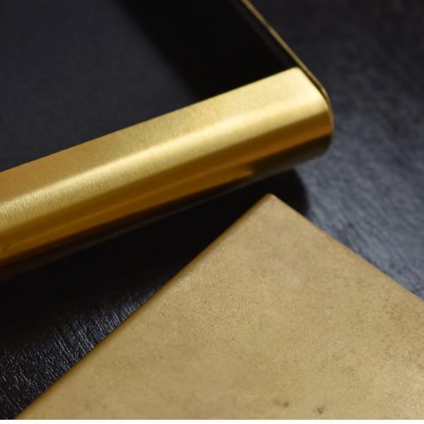 初めは金色に輝きをみせる真鍮ですが、経年変化でマットな質感となり、真鍮特融のアンティーク調の表情を魅せてくれます。