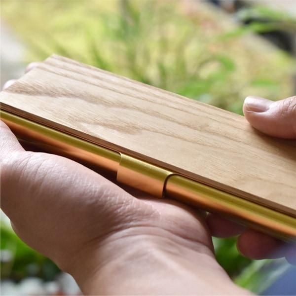 国産材である、ヒノキ・クリ・ケヤキを使用。通常モデルのペンケース</a>とは異なる仕上げで柔らかな木の素材感をよりお楽しみいただけます。