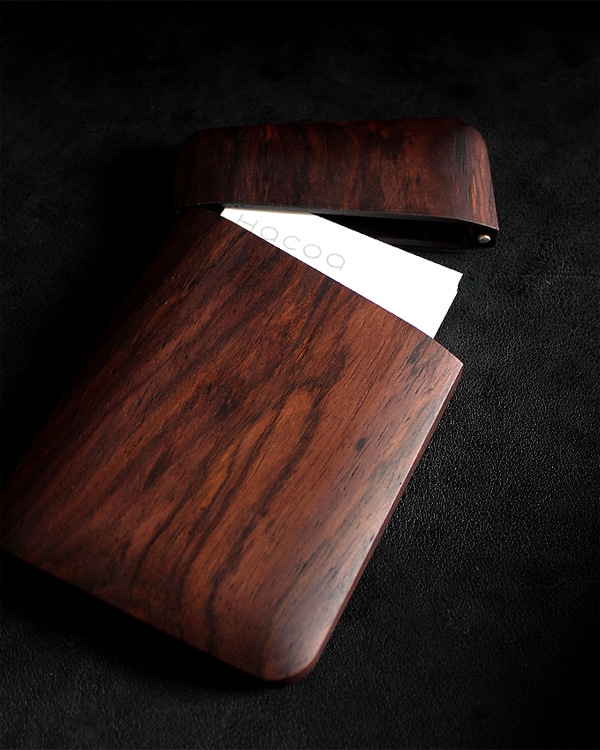 おしゃれで美しいデザインの木製名刺入れ「Card Case Gentle ローズウッド」