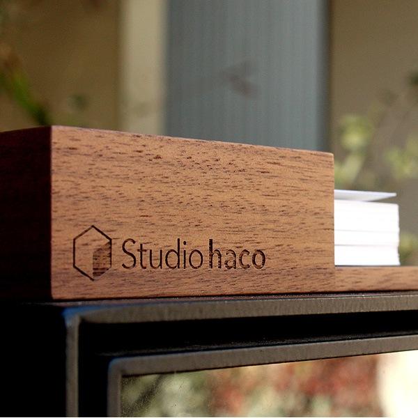 レーザー刻印で木製カードトレイに会社名・ショップ名などを刻印する事ができます
