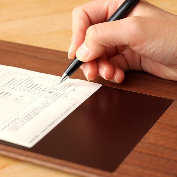 書き心地のよい伝票用の木製クリップボード