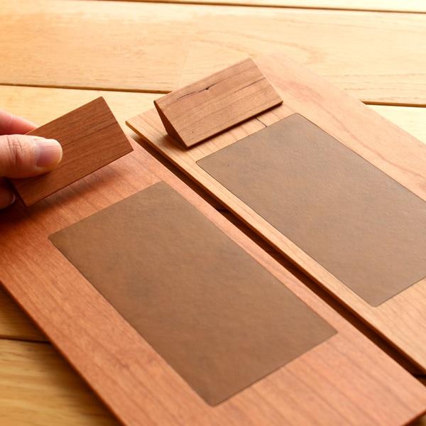右利き、左利きに対応する木製クリップボード