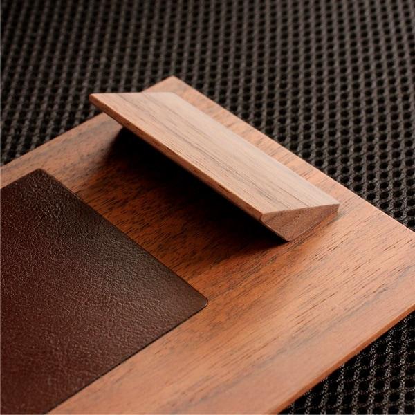 磁石で開閉する木製クリップボード