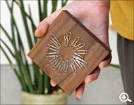 使うだけでアートになる木製のクリップホルダー「Clip Catch」