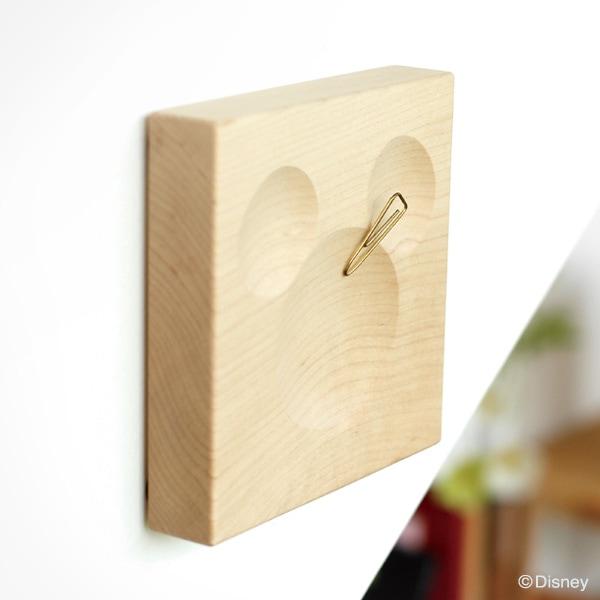壁面に貼り付けてクリップをすっきり収納する「Clip Catch Disney」