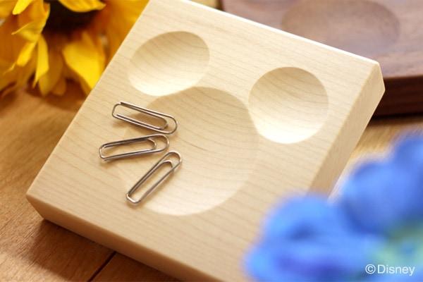ミッキーマウスをかたどった木製クリップキャッチもご用意