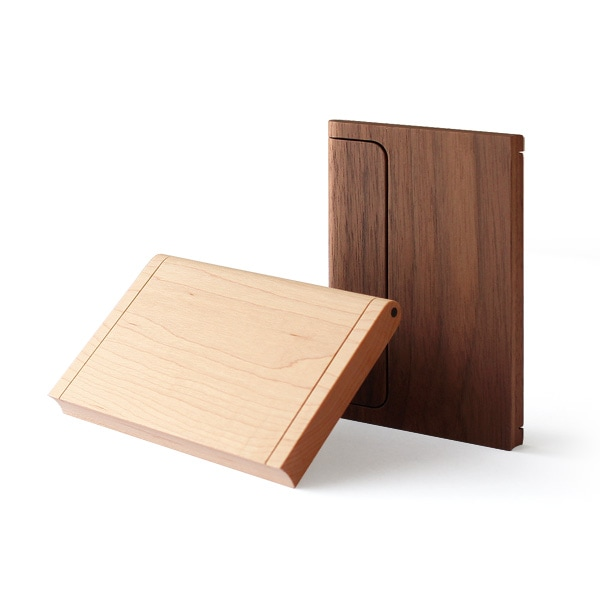 天然木のみで作り上げたHacoaブランドの木製名刺ケース「Hacoa Card Case」