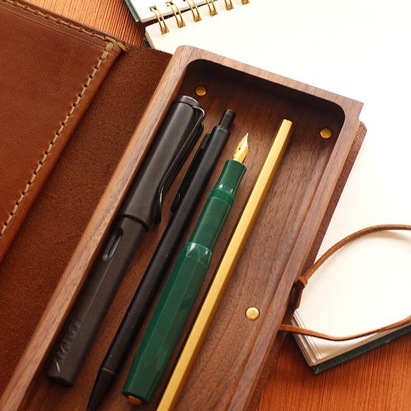 木の器にペンを収納。ペンも取り出しやすい