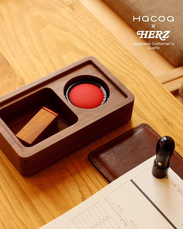 【Hacoa×HERZ】蓋を開ける一連の動作で捺印、木と革の印鑑ケースと捺印マット Lサイズ