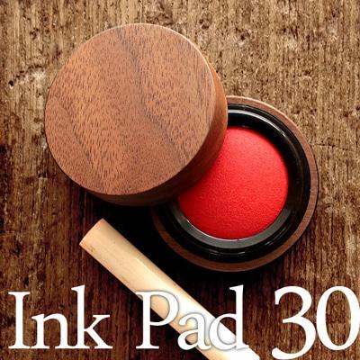 重要なビジネスシーンに、木地職人が仕上げた朱肉「Ink Pad 30」
