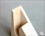 Hacoaデザインの、木製テープカッター「Ki-de-Kiru」