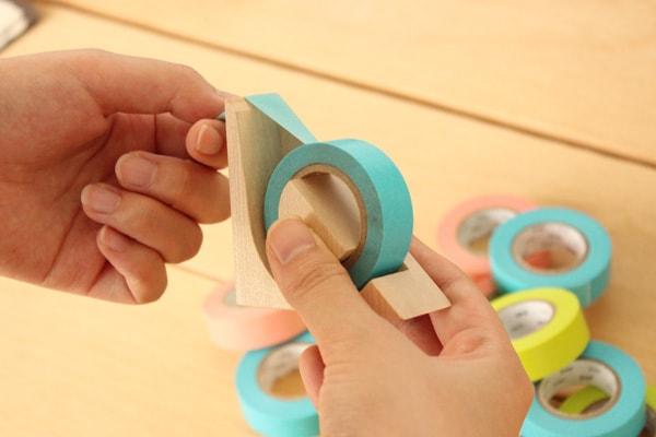 Hacoaデザインの、木製テープカッター「Ki-de-Kiru MT」