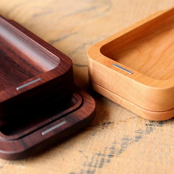 フタ裏側に筆箱本体をスタッキングできるので、商談中や学校の机の上が乱雑にならず、オシャレに使えます。