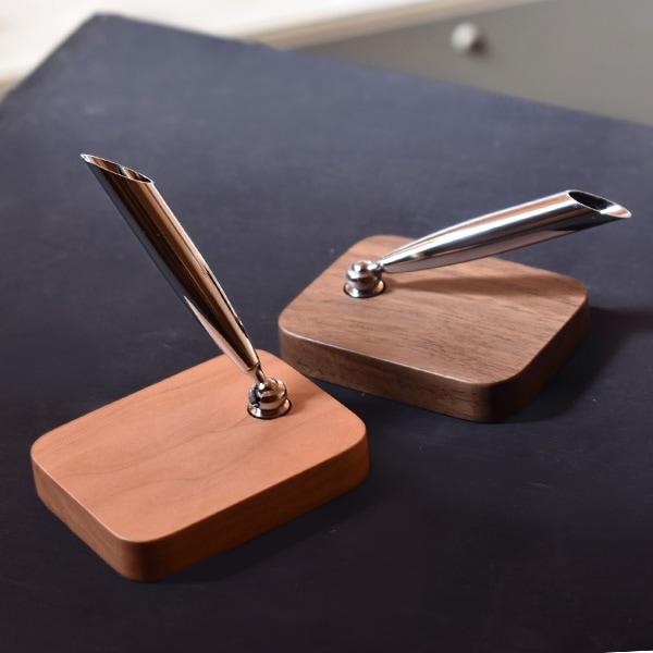 ペン差し部分はお好みの角度に調節することができます。