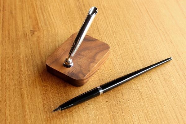 高級感あふれる木製のペンスタンド「Pen Stand」専用ボールペン