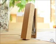 自立するおしゃれな木製ホッチキス