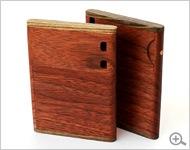木製ブランドの名刺入れ