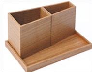 Hacoaデザインの、木製ペントレイ「Module tray」