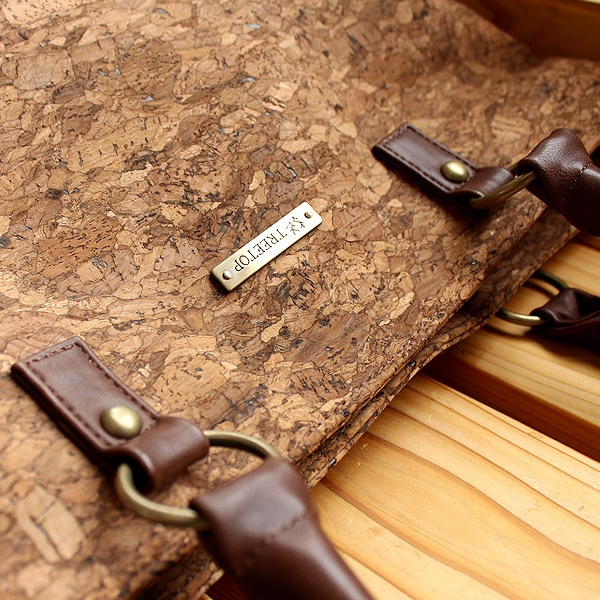 オリジナルの真鍮のタグが高級感を醸し出します。