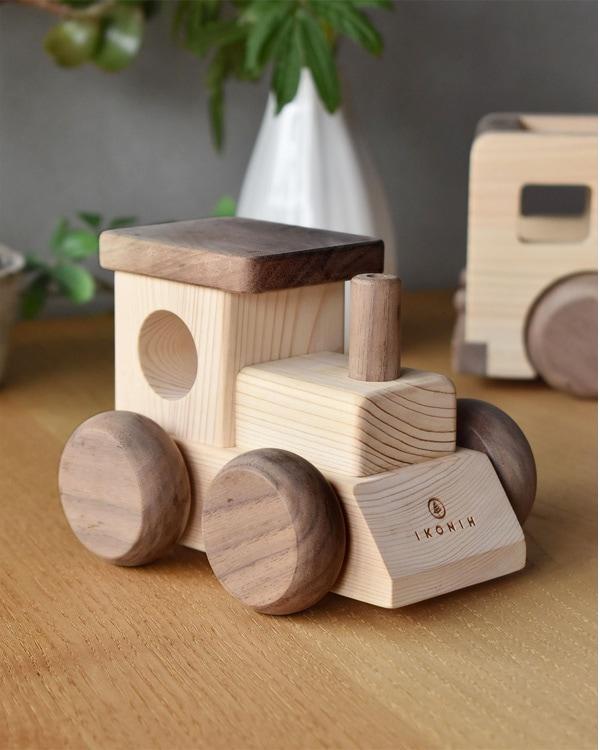 音楽を流して走る国産ヒノキを使った木のおもちゃ「MUSIC TRAIN」
