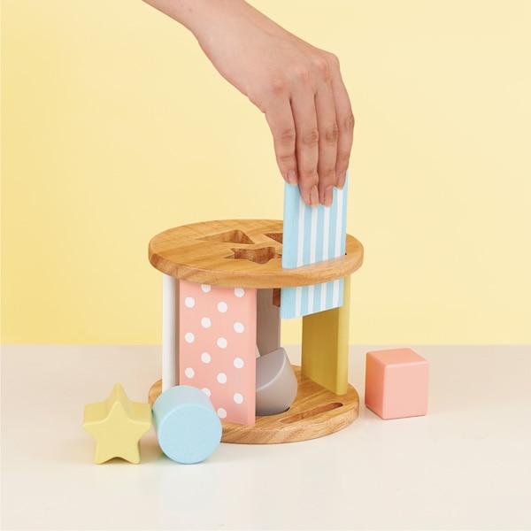 ボックスに入れたブロックは、水色の板をスライドさせて取り出せます。
