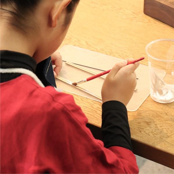 対象年齢:4才〜。小さな子どもさんでも気軽に鉛筆作りをお楽しみいただけます。