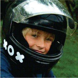 お子さんのヘルメットにぺったっと貼り付けて かわいく交通安全!