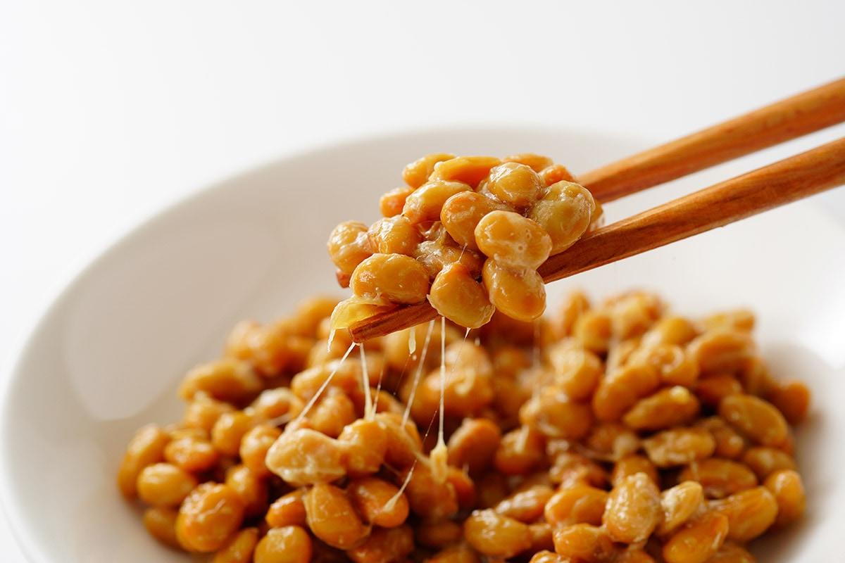 納豆にかけて大豆イソフラボンも同時に摂取