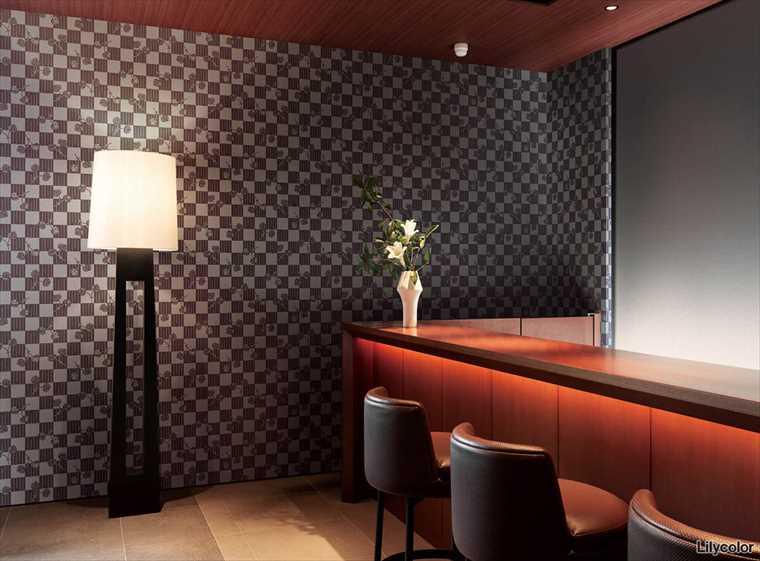 リリカラの壁紙kioi 石畳に葵・ひまわり・桔梗に子持ち縞・菊尽くしを施工した部屋