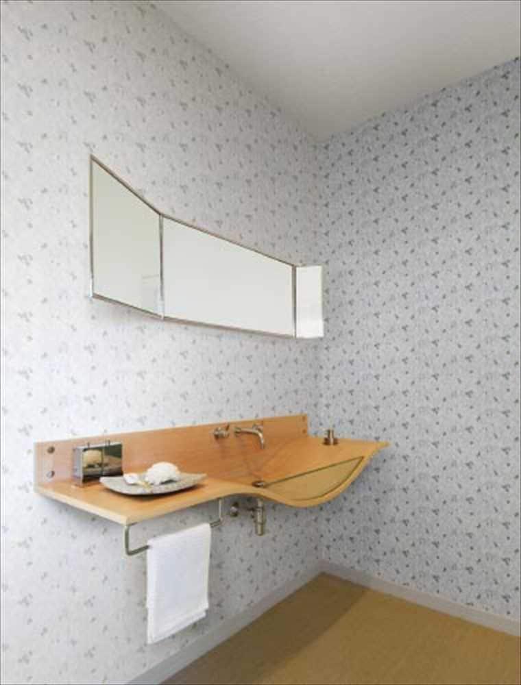 織物調RM-514の生のり付きクロスを貼った部屋