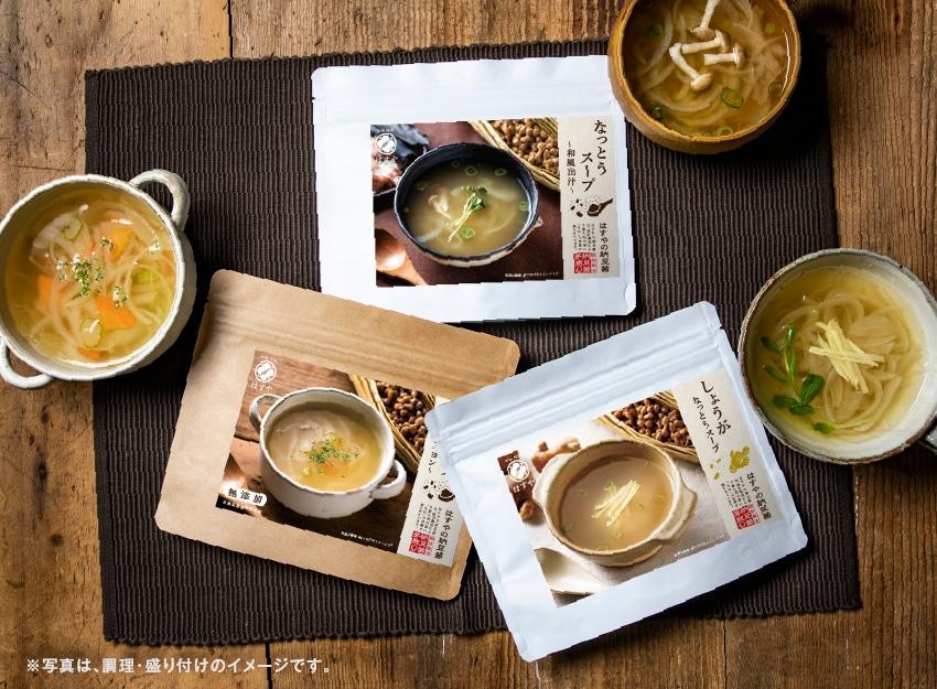 なっとうスープのパッケージと調理済みのスープ
