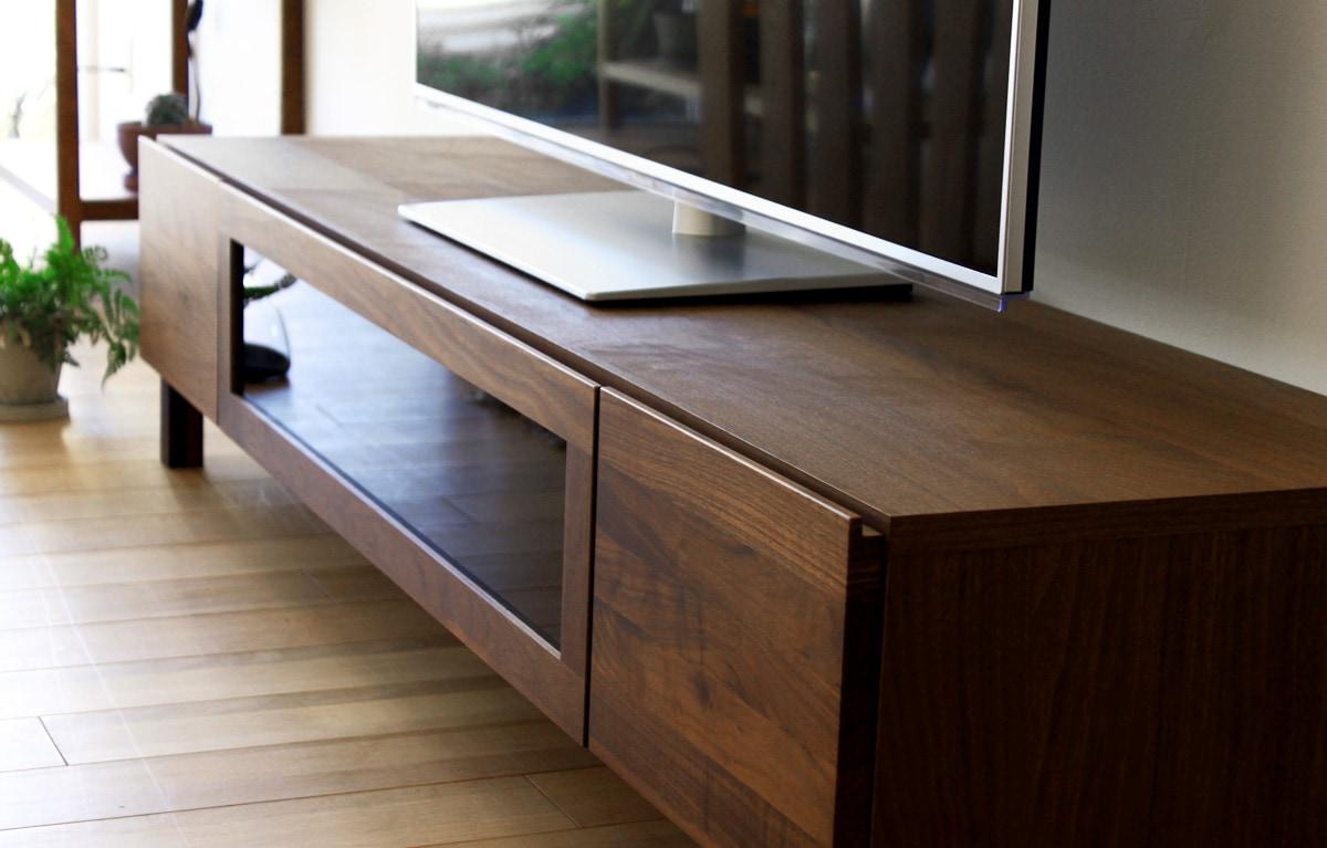ウォルナットダイニングテーブルの