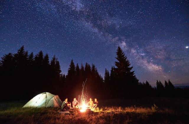 夜空とキャンプ場