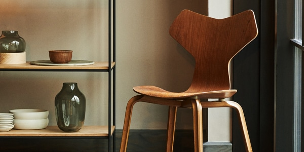 GRAND PRIX CHAIR WOODEN LEGS (FRITZ HANSEN)