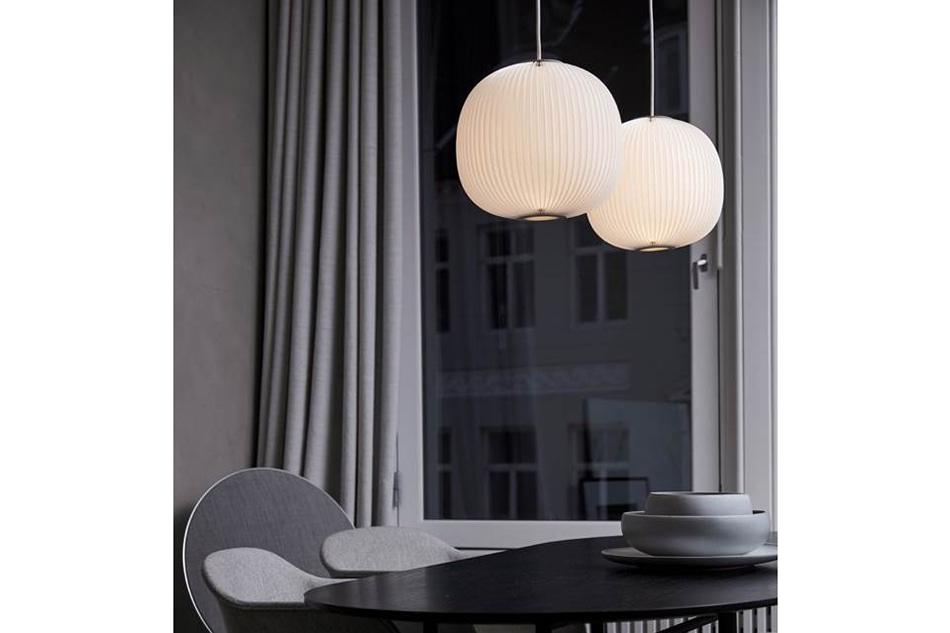 高度な技術による繊細なプリーツが魅力のランプシェード「LAMELLA」