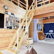 北欧産ワイドステップ木製ロフト階段は曲面仕上げ