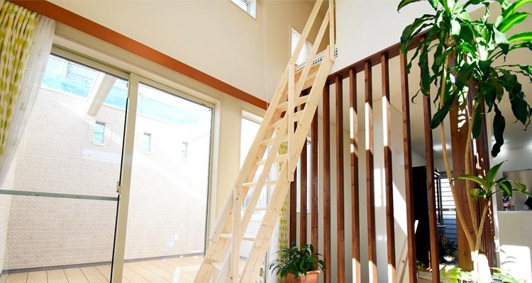 北欧産デザインステップ木製ロフト階段ロフトの様子