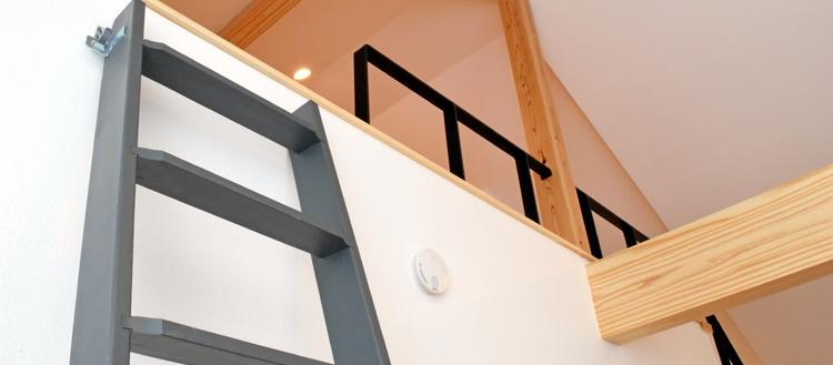 木製ロフトはしご北欧ラダーの塗装例