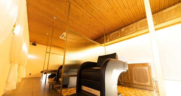 サーモウッドパインリブ羽目板の天井