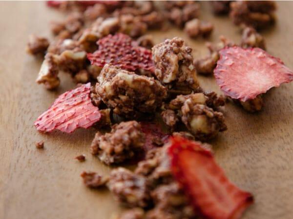 旬のいちごとカカオが響きあう今だけの味。小麦・砂糖不使用でヘルシーに。