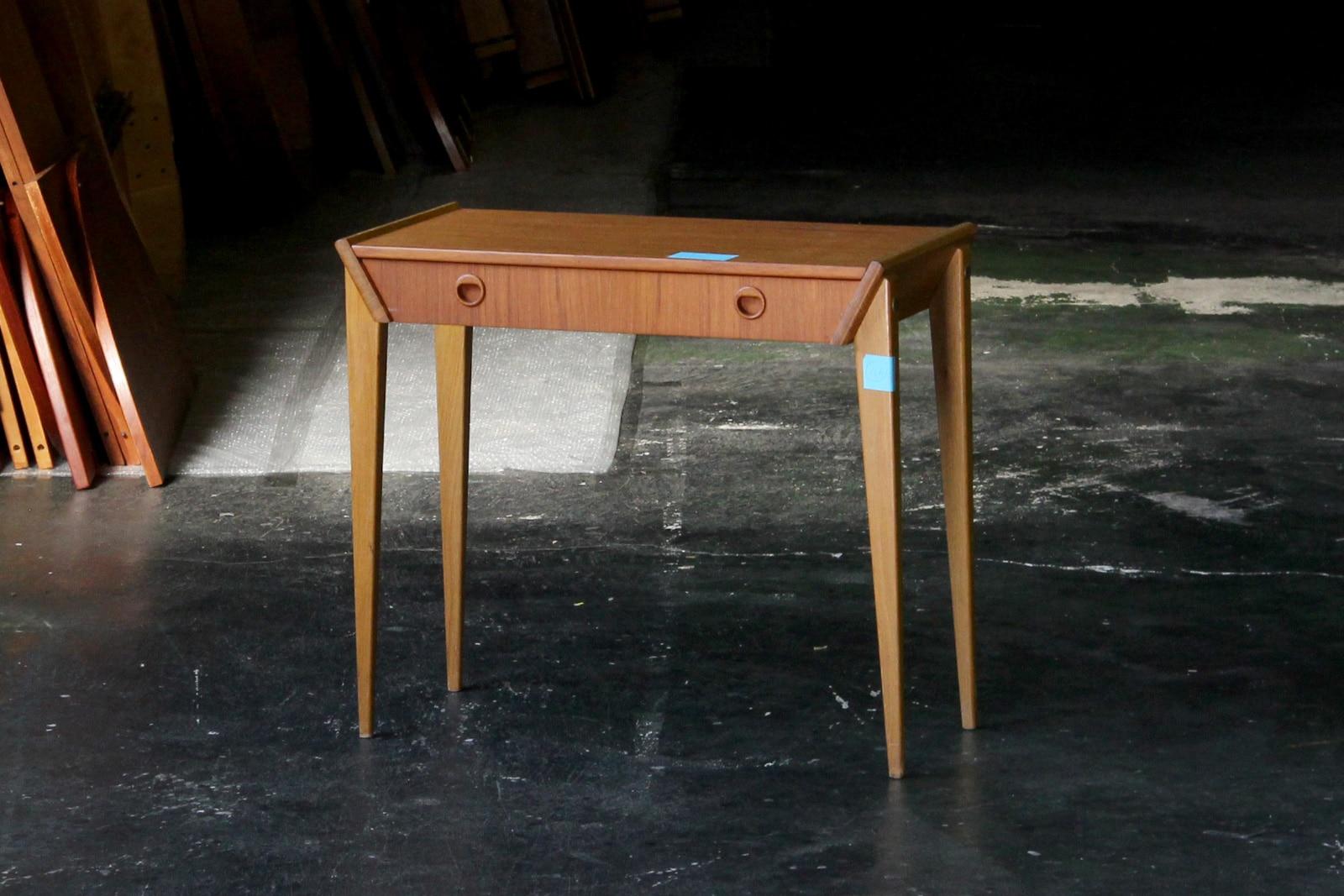 北欧,ミッドセンチュリー,家具,サイドテーブル,引出し付き