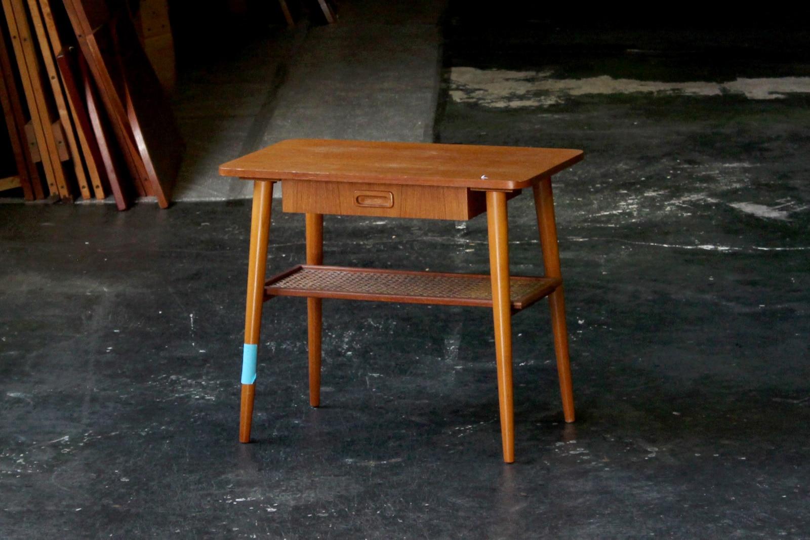 北欧,ミッドセンチュリー,家具,サイドテーブル,棚付き,スウェーデン製