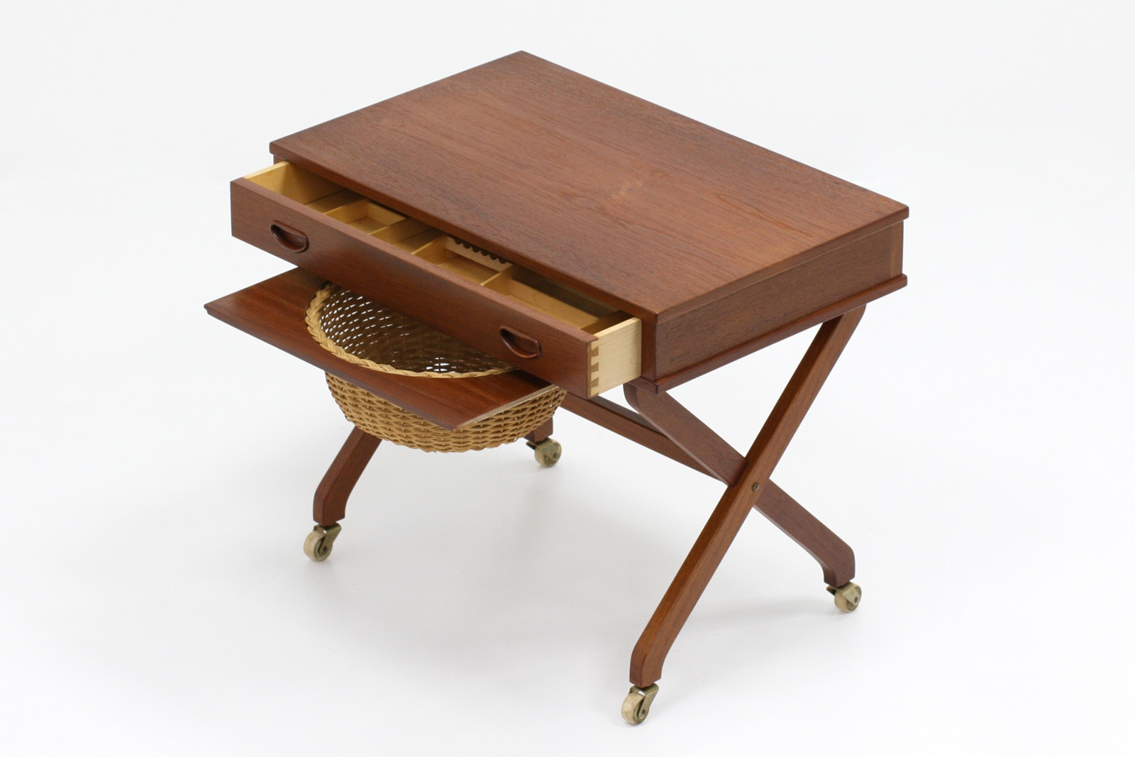 ヴィンテージ,北欧,家具,籠付き,ソーイングテーブル