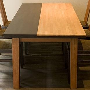 「ブレンド」シリーズでは、グレーン、モルト、シェリーという、ウイスキーを連想させる3つのカラーを塗装色に用いています。これにより、様々なお部屋の床の色目にも素敵にコーディネートできるのが大きな特長です。
