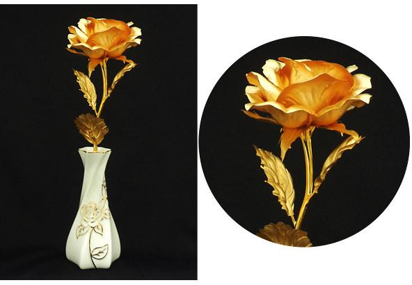 幸せを運ぶ純金の薔薇